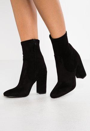Kotníková obuv na vysokém podpatku - nero castro