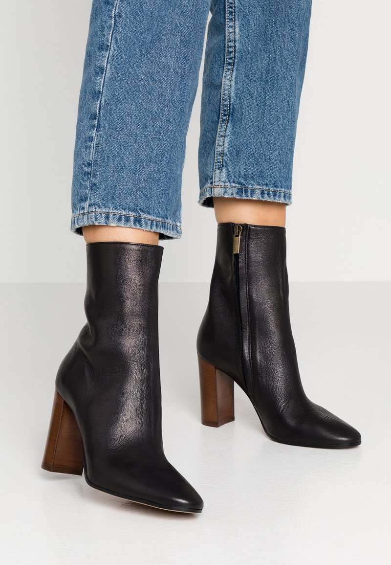 Bianca Di - High heeled ankle boots - capra nero