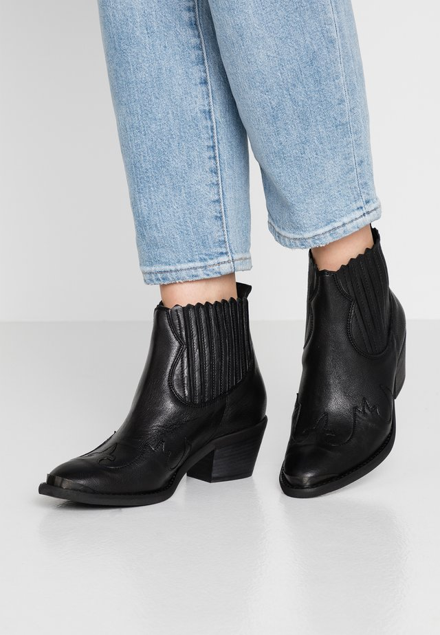 Ankle boots - rock