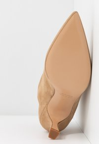 Bianca Di - Ankle boots - sabbia - 6