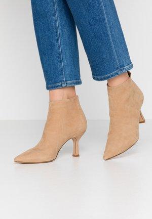 Boots à talons - sabbia
