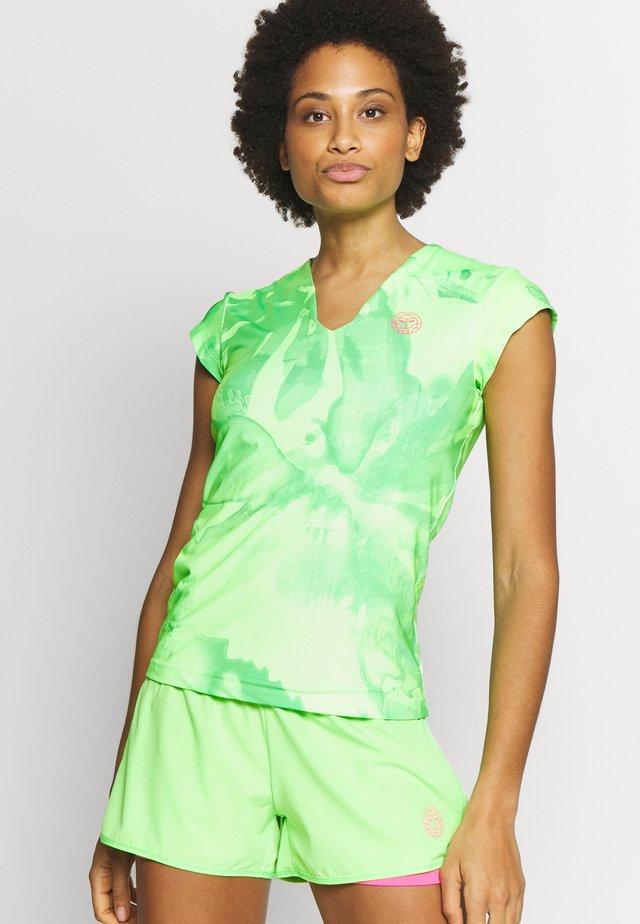 BELLA - T-shirt imprimé - neon green/ pink
