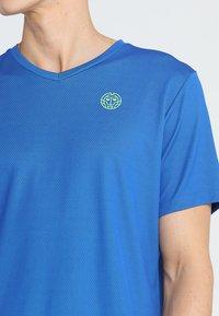 BIDI BADU - TED TECH TEE - T-Shirt print - blue/neon green - 4