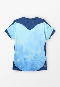 BIDI BADU - NATHAN TECH ROUND-NECK TEE - Triko spotiskem - blue/dark blue - 1