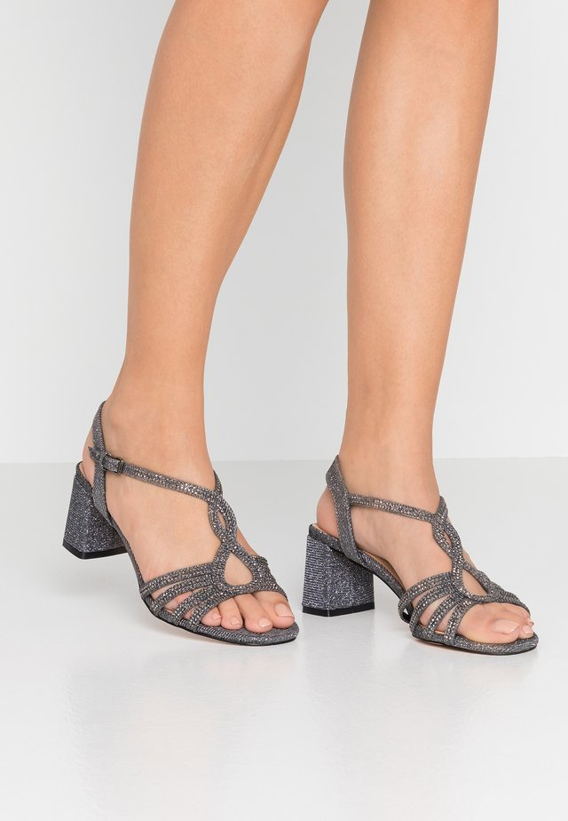 WIDE FIT - Riemensandalette - pewter