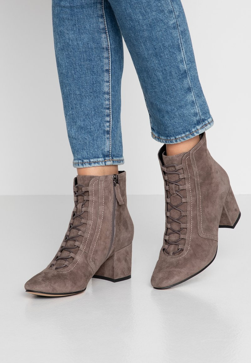 Bibi Lou Wide Fit - Ankle boots - antracita