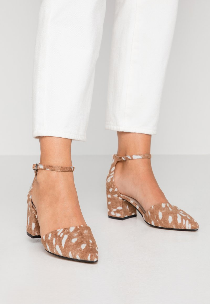 Bianco Wide Fit - WIDE FIT BIADIVIDED - Classic heels - light brown