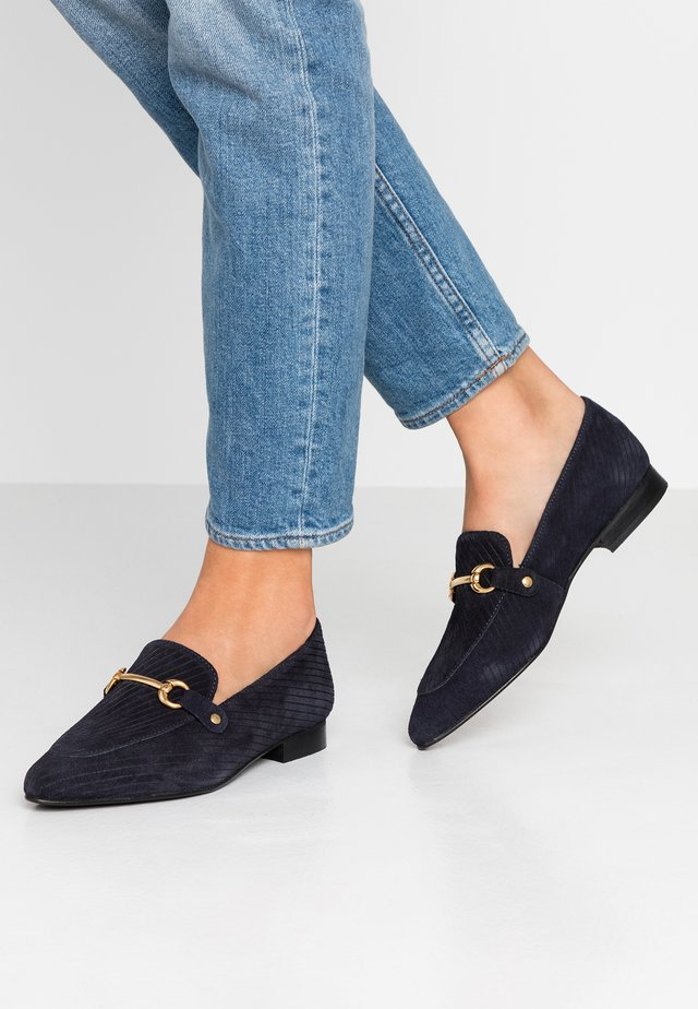 WIDE FIT BIABRENDA LOAFER - Półbuty wsuwane - navy blue