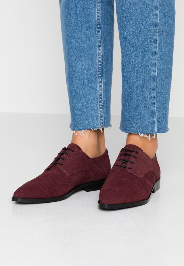 WIDE FIT BIABRENDA DERBY - Oksfordki - burgundy