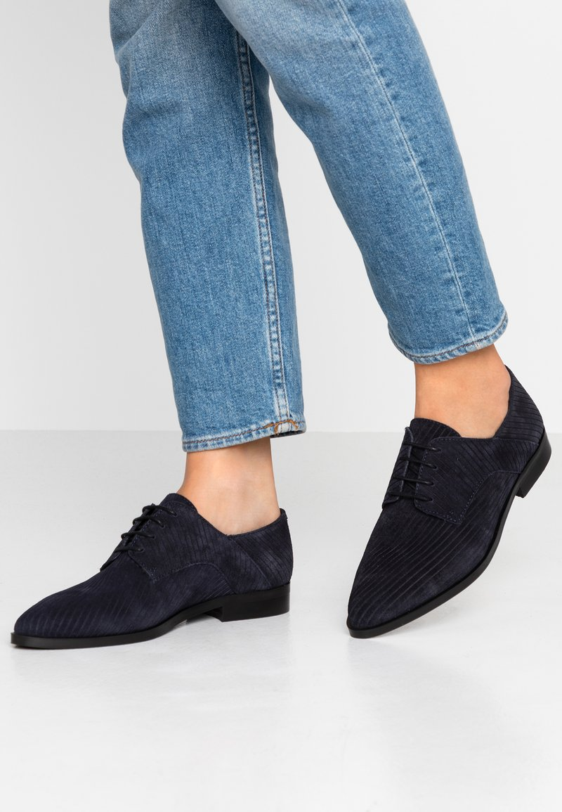 Bianco Wide Fit - WIDE FIT BIABRENDA DERBY - Lace-ups - navy blue