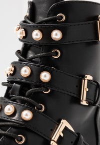 Bianco Wide Fit - WIDE FIT BIAPEARL BIKER BOOT - Cowboy-/Bikerlaarsjes - black - 2