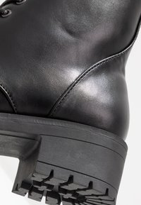 Bianco Wide Fit - WIDE FIT BIACLAIRE CRYSTAL BOOT - Nauhalliset nilkkurit - black - 2