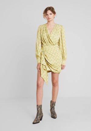 GEORGUS DRESS - Vestido de cóctel - pastel yellow