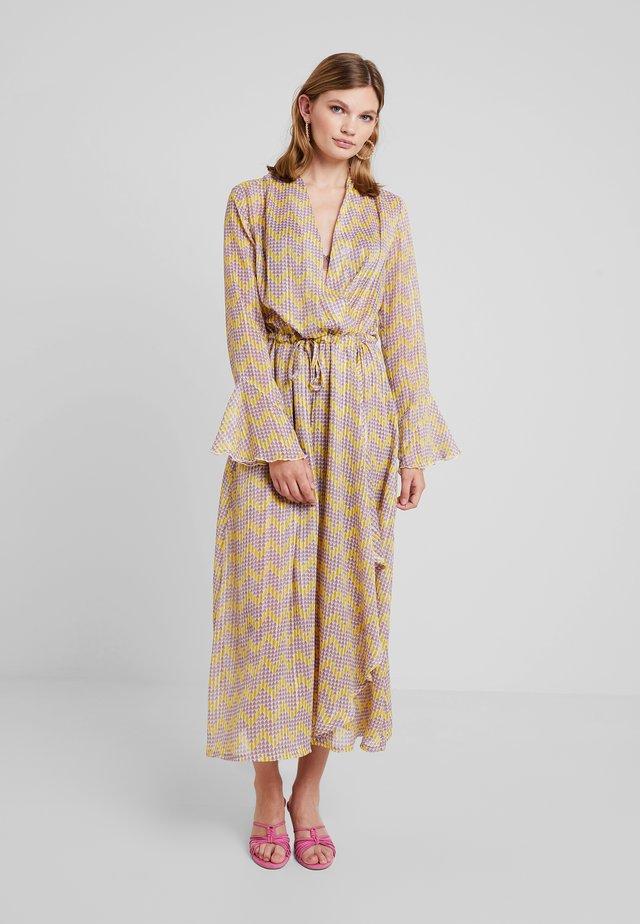 RILLO LONG DRESS - Maxiklänning - yellow