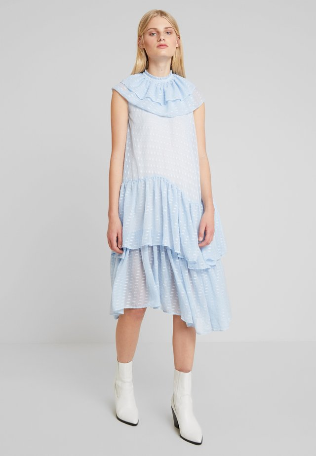 PIERRE DRESS - Freizeitkleid - powder blue