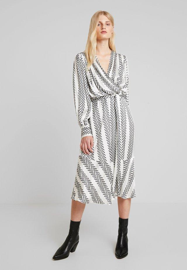 OHH WRAP DRESS - Vapaa-ajan mekko - white/black