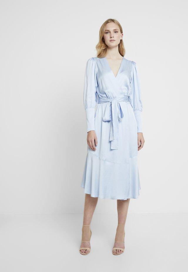 HARPER DRESS - Freizeitkleid - powder blue