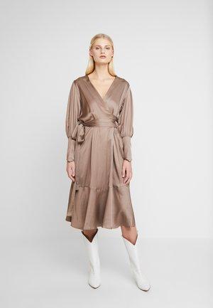 HARPER DRESS - Vapaa-ajan mekko - chinchila