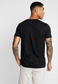 Bioworld - YU GI OH ANIME TEE - T-shirts med print - black - 2