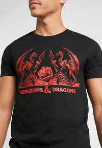 Bioworld - DUNGEONS & DRAGONS TEE - T-shirts med print - black - 4