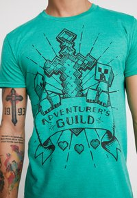 Bioworld - MINECRAFT ADVENTURES GUILD TEE - T-shirts med print - green - 5