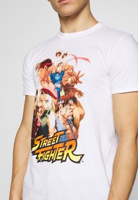 Bioworld - STREET FIGHTER TEE - Triko s potiskem - white - 5
