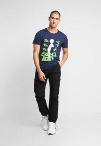 Bioworld - MOB PSYCHO TEE - T-shirts med print - navy - 1