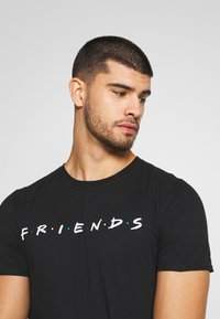 Bioworld - FRIENDS LOGO TEE - Triko s potiskem - black - 3