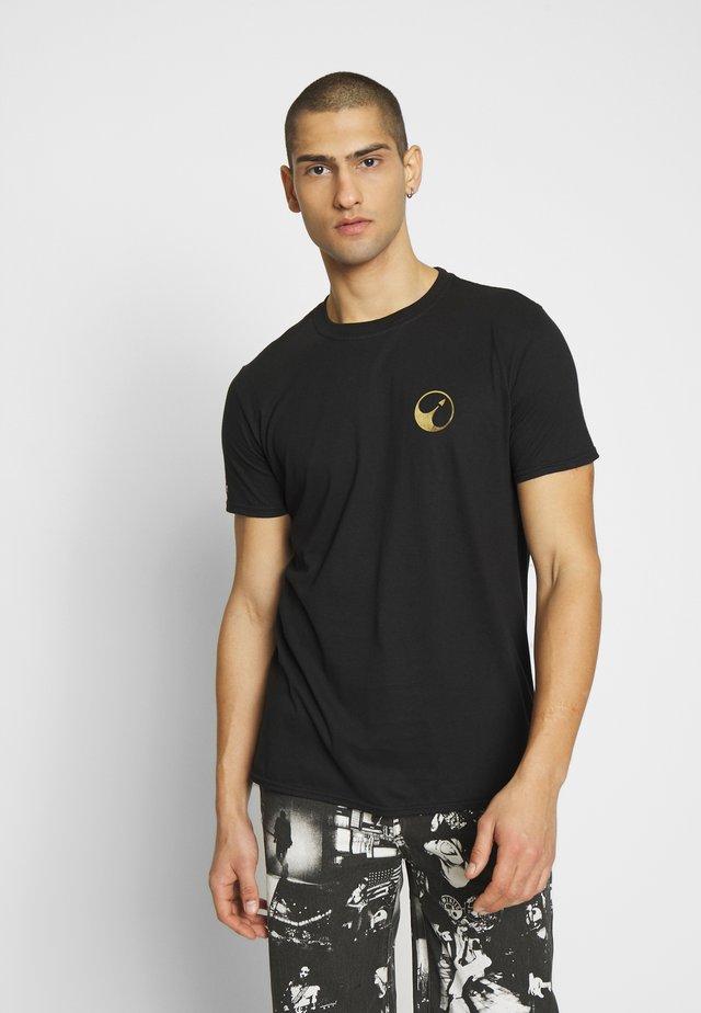 MIRROR CALLISTER TEE - T-shirt z nadrukiem - black