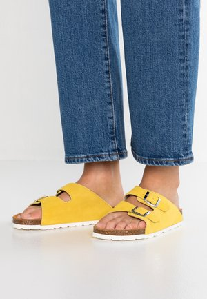 BFBETRICIA BUCKLE  - Pantolette flach - yellow
