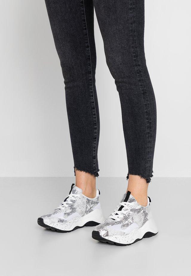 BFBECKY - Sneakersy niskie - beige