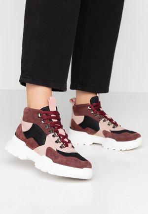 BIACANARY HIKING  - Höga sneakers - burgundy