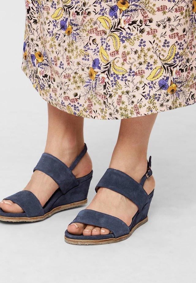 Sandały na koturnie - navyblue