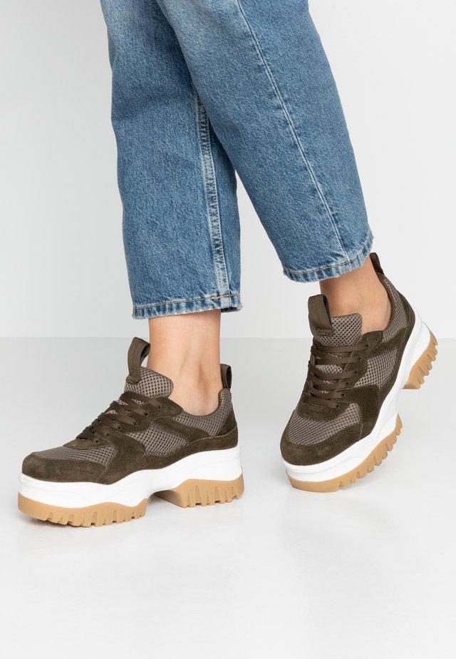 BIACOLLEEN CHUNKY - Sneakersy niskie - army green