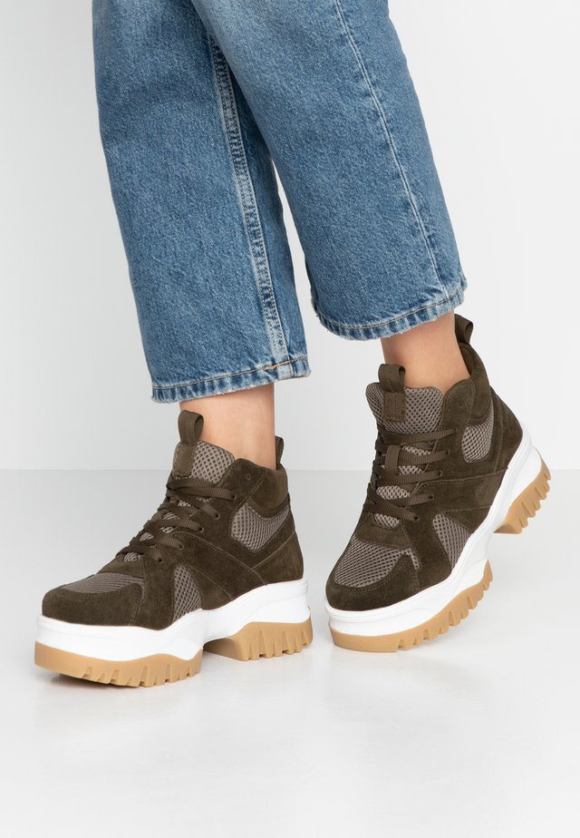 BIACOLLEEN CHUNKY HIGHTOP - Ankle boot - army green