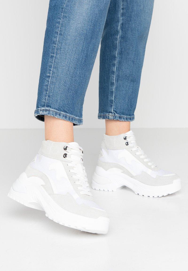 Bianco - BIAALYSIA WESTERN - Zapatillas altas - white
