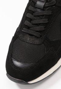 Bianco - SNEAKERS MESH UND WILDLEDER - Sneakersy niskie - black - 2