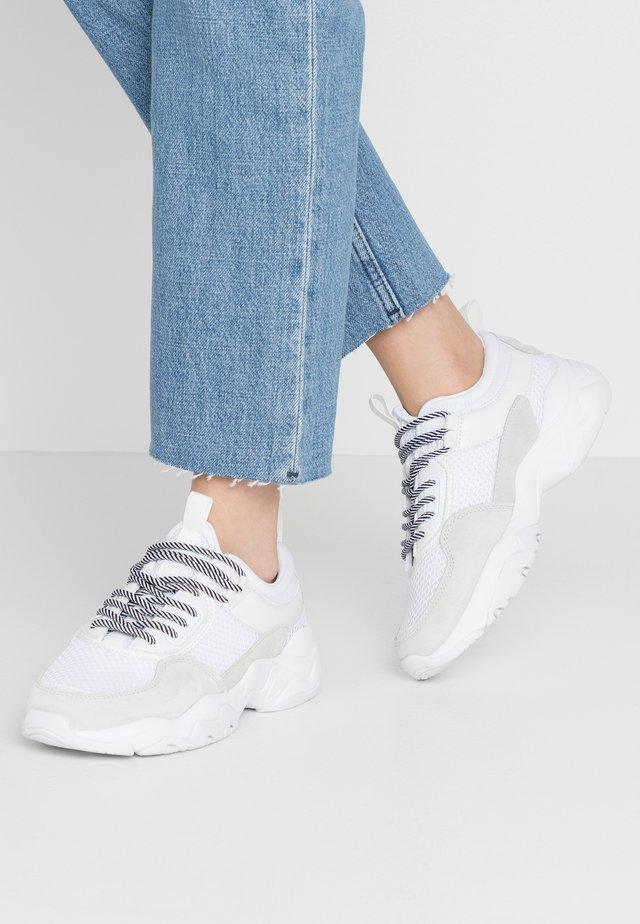 BIADACIA ASYMETRIC - Sneakers basse - white