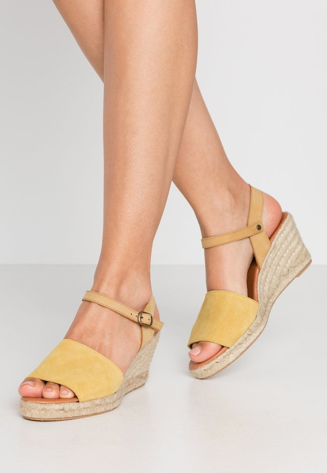 BIADARA TOP UP - Espadryle - yellow