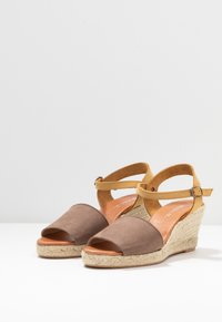 Bianco - BIADARA TOP UP - Espadryle - light brown - 4