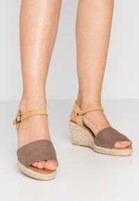Bianco - BIADARA TOP UP - Espadryle - light brown - 0