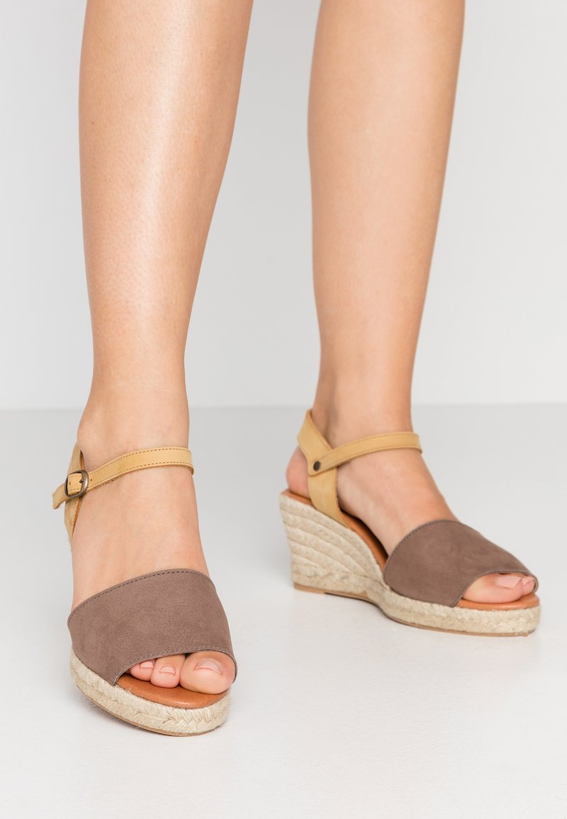 Bianco - BIADARA TOP UP - Espadryle - light brown