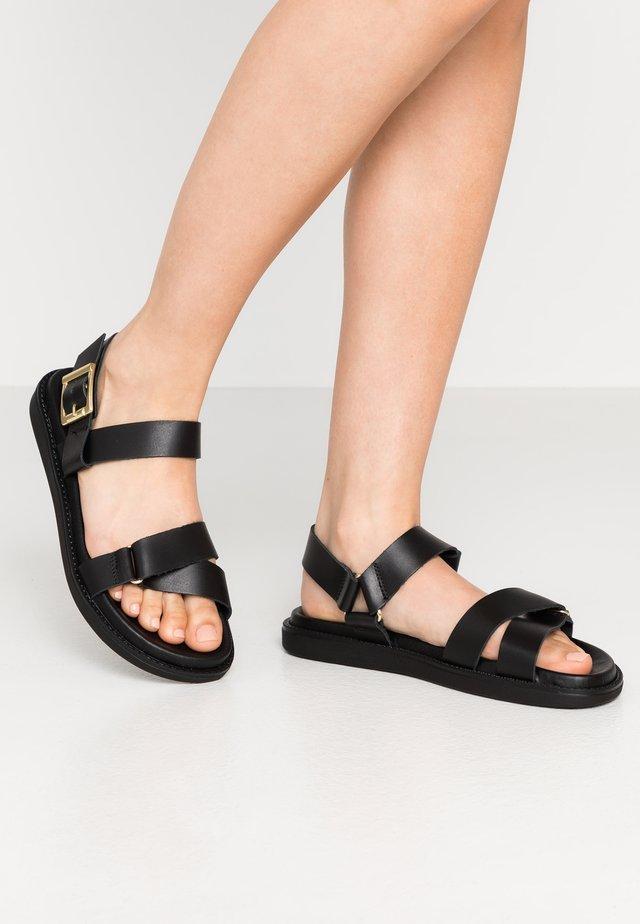 Sandaalit nilkkaremmillä - black
