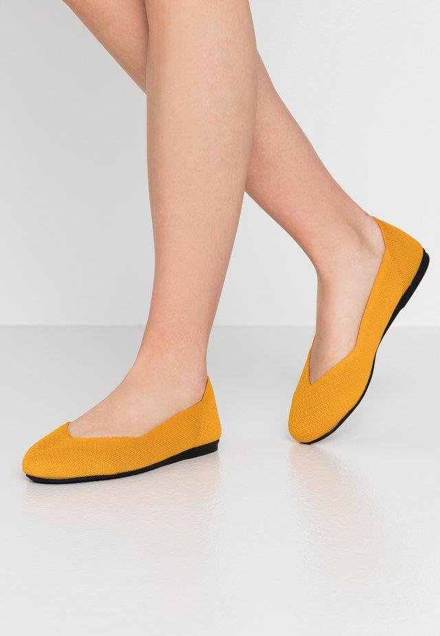BIADELFINE  - Ballerinat - mustard