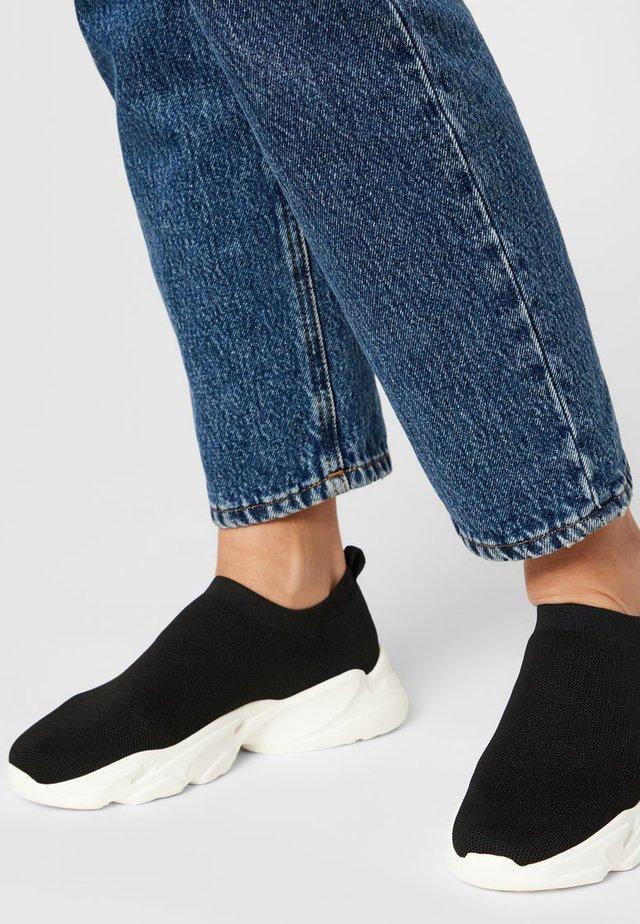 SNEAKERS STRICK - Sneakersy niskie - black 4