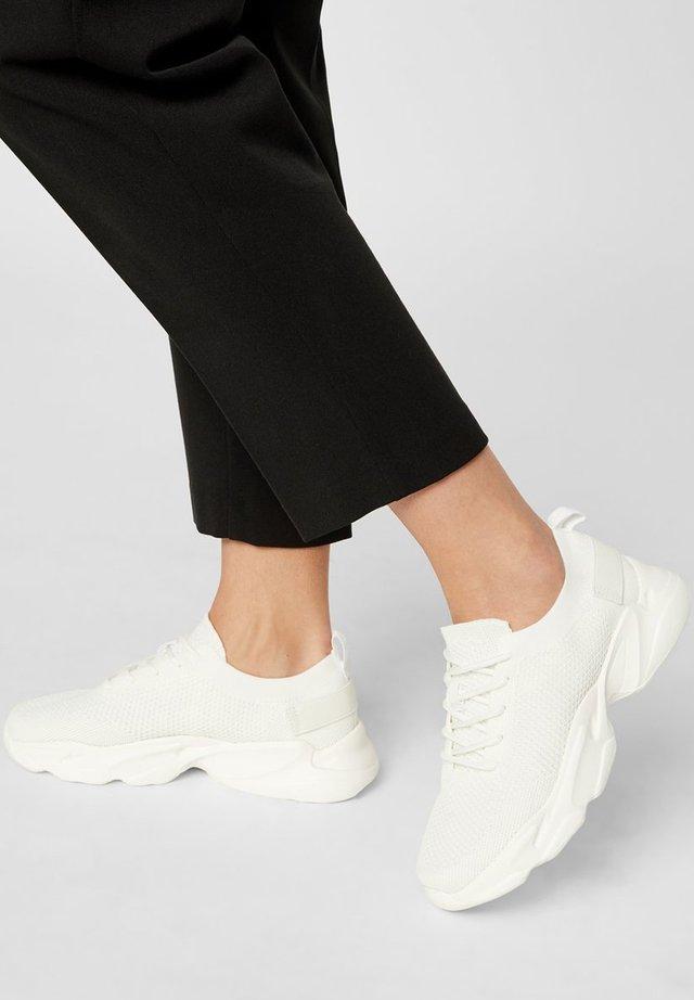 SNEAKERS STRICKSTOFF - Sneakers laag - white