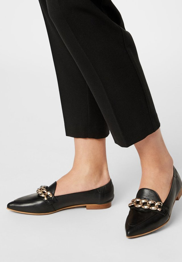 BIATRACEY CHAIN - Loafers - black