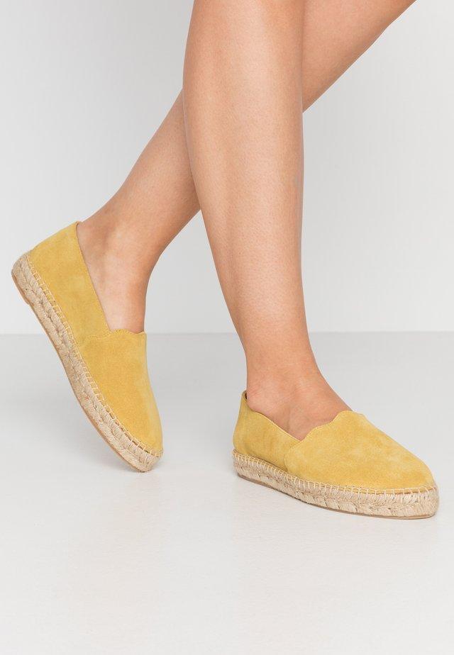 ESPADRILLES KLASSISCHE - Loafers - yellow