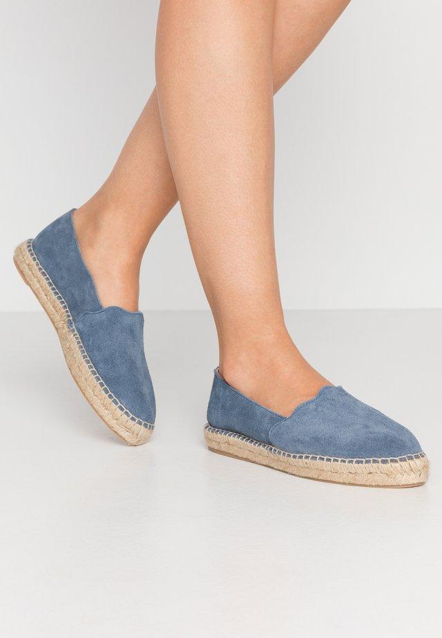ESPADRILLES KLASSISCHE - Espadrille - light blue