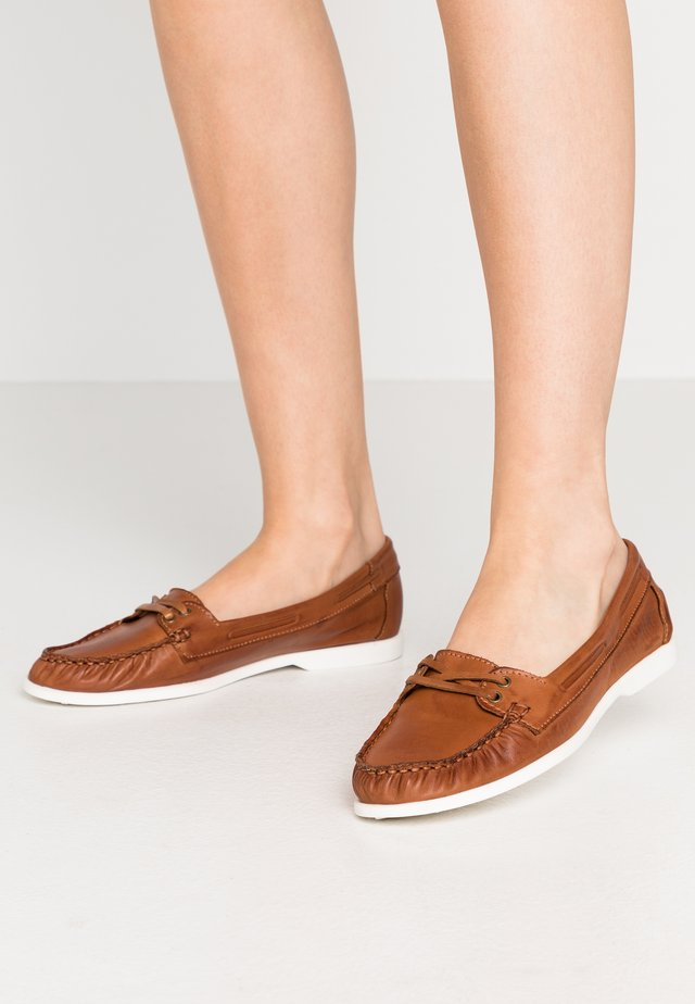 BIADANYA LOAFER - Loaferit/pistokkaat - cognac